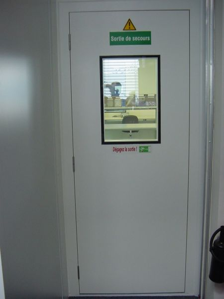 Porte a joint statique portes tanches et sas pour - Porte issue de secours avec barre anti panique ...